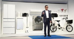 パナソニックが創業100周年を迎えるのに合わせ開発した家電の新製品発表会=24日、東京都港区
