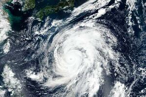 日本列島に接近する台風19号=9日(NASA提供、AP=共同)