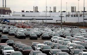 米デトロイトの工場脇に止められたフィアット・クライスラー・オートモービルズ(FCA)の「ジープ」=2月(AP=共同)