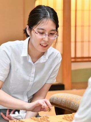 将棋、里見香奈が初の女流六冠に