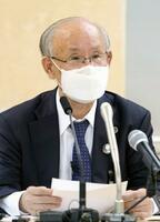 東京都庁で記者会見する元日弁連会長の宇都宮健児氏=14日午前