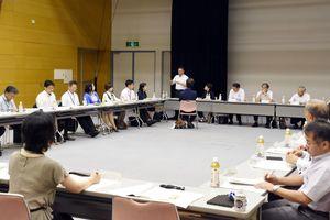 佐賀県が提示した障害者差別解消条例案を議論した協議会=佐賀市のエスプラッツ