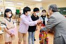 佐賀のニュース 二里小児童 医療従事者へ千羽鶴
