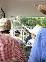 かつては長く険しい石段を登った彦山参詣も、今はスロープカーで楽々と昇ることができる