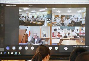 スウェーデンとオンラインで結んで行われた講座。画面左下が廣木重之さん=みやき町の三養基高