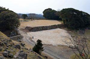 浄水場撤去後の名護屋城跡の曲輪「弾正丸」(提供・名護屋城博物館)