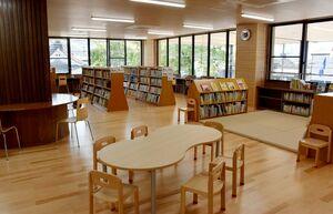 浜玉市民センターの2階に設けられた図書室=唐津市浜玉町