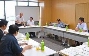 九州新幹線長崎ルートを巡り議論を交わした県市長会=小城市小城町の「ゆめぷらっと」