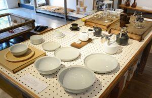 城谷耕生さんが手掛けたり、選んだりした物が並ぶbowlの店内=有田町本町