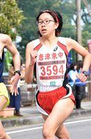 3キロ中学生女子で初優勝を飾った小松夕夏(唐津東)=鹿島市林業体育館前