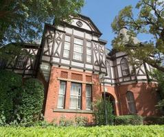 れんが造りと木造の調和が美しい「記念館」=東京都港区(学校法人明治学院提供)