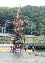 巨大山笠海渡る 小友祇園祭きょう…