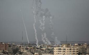 ガザ空爆で20人死亡、9人子供