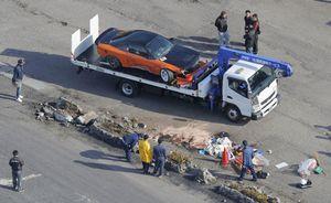 車の走行会でコースを外れ観客に突っ込んだ乗用車=12日午後2時19分、佐賀市富士町(共同通信社ヘリから)