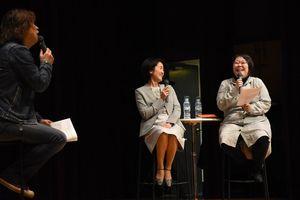 出産前後の女性の心と体の変化について解説した医師の野口さん(左)と堤さん=佐賀市のメートプラザ佐賀