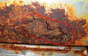 東京電力柏崎刈羽原発3号機の中央制御室空調換気系ダクト見つかった腐食(原子力規制委提供)