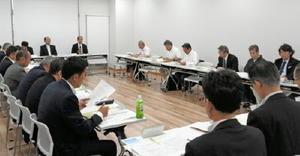 本年度の「栄の国まつり」を8月5、6日の日程で開催することを決めた運営委員会=佐賀市のバルーンミュージアム