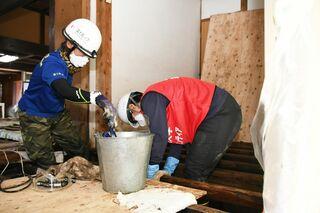 <佐賀豪雨・支援の輪>国士舘大の学生が県内でボランティア