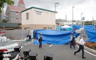交番で拳銃奪われ警官重傷、大阪