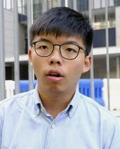 香港警察、黄之鋒氏を逮捕