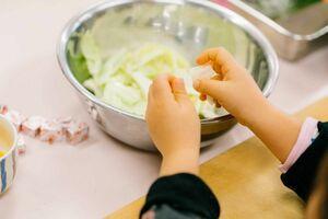 「シングルファミリーのための子ども料理教室」