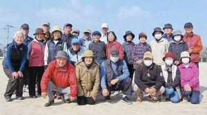 平松清風大学1、10、11期グラウンドゴルフ黄金の会2月例会の参加者ら
