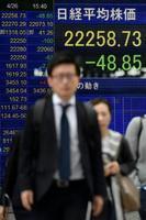平成最後の取引となった26日、反落した日経平均株価の終値を示すボード=東京・八重洲