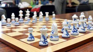 新商品の伊万里焼のチェス駒