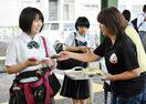高校生「朝食食べよう」 フルーツ配り啓発活動
