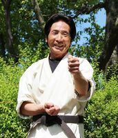 地域の子供たちにボランティアで空手を教える田渕厚さん