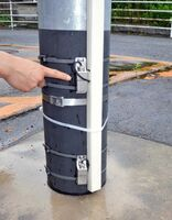 武雄河川事務所が設置した浸水センサー。地上10センチと40センチの高さで水位を検知する=杵島郡大町町福母