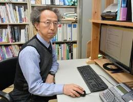 高齢ドライバーの運転技術を評価するシステムを構築した堀川悦夫教授=佐賀市の佐賀大学鍋島キャンパス