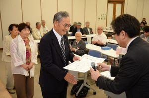 各部門の年間賞表彰などを行った読者文芸大会=佐賀新聞社