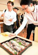「唐津Qサバ」に舌鼓 飲食業者ら出荷前試食会