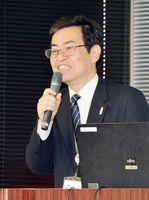 維新博の狙いや見どころを紹介する脇山行人事務局長=有田町生涯学習センター