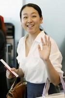 夏のアイスショーの新プログラムを練習するためカナダに向かう浅田真央さん=14日午前、羽田空港