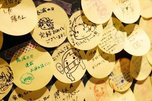 漫画「鬼滅の刃」の特設売り場に設置された掲示板に、ファンが連載完結に寄せたメッセージ=7月3日、東京都渋谷区の「SHIBUYA TSUTAYA」