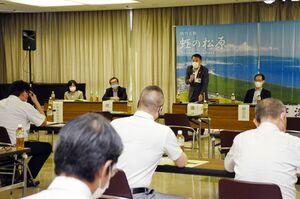 安全対策を継続して協議する方針を示した虹の松原保護対策協議会の総会=唐津市の唐津市民会館