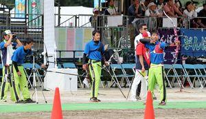 アーチェリー少年男子 決勝進出を果たした県チーム=愛媛県今治市の宮窪石文化運動公園