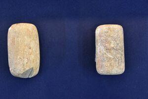 本行遺跡(鳥栖市)から出土した「石製天秤権(分銅)」