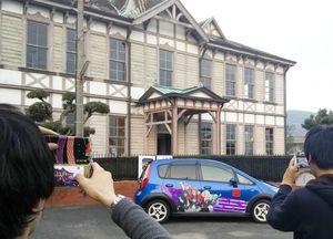 特別公開された旧三菱合資会社唐津支店本館。「ゾンビランドサガ」のキャラクターを描いた「痛車」も登場=唐津市海岸通