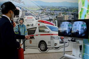 消火活動が疑似体験できる「VR消火体験」=佐賀市兵庫北の防災学習広場