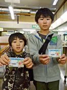 漫☆画太郎さんカードに行列 県立図書館、利用者に限定配布