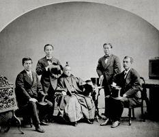 岩倉使節団がサンフランシスコで撮影した写真。左から木戸孝允、山口尚芳、岩倉具視、伊藤博文、大久保利通