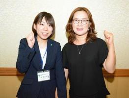 唐津市から派遣される林亜由子さん(左)と、麗水市から派遣された林宰淑さん=唐津市役所