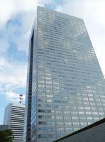 東芝の本社が入るビル=13日午前、東京都港区