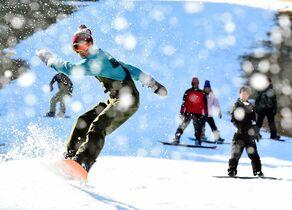白銀のゲレンデ初滑り 天山スキー場
