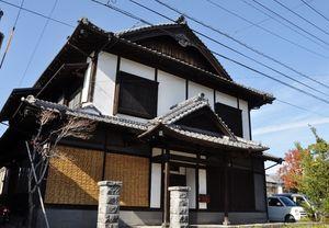 「漆の家」と呼ばれる井川邸