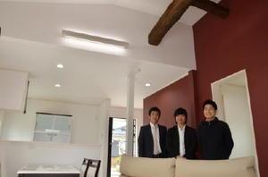 移住体験住宅として生まれ変わった築43年の民家。佐賀大大学院生と地元の工務店がタッグを組んだ=基山町小倉