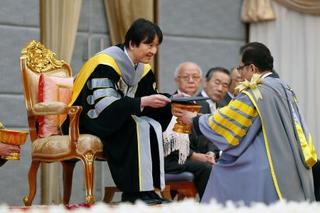 秋篠宮さまに名誉博士号